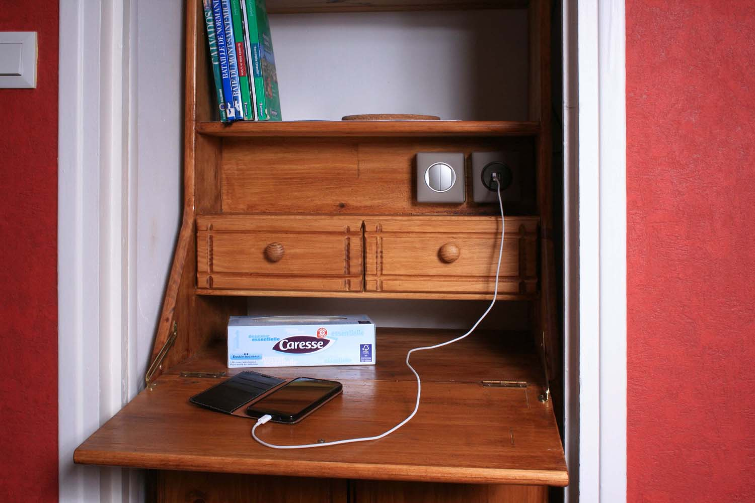 Desk with usb chargers